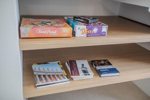 Επιτραπέζια παιχνίδια και βιβλία